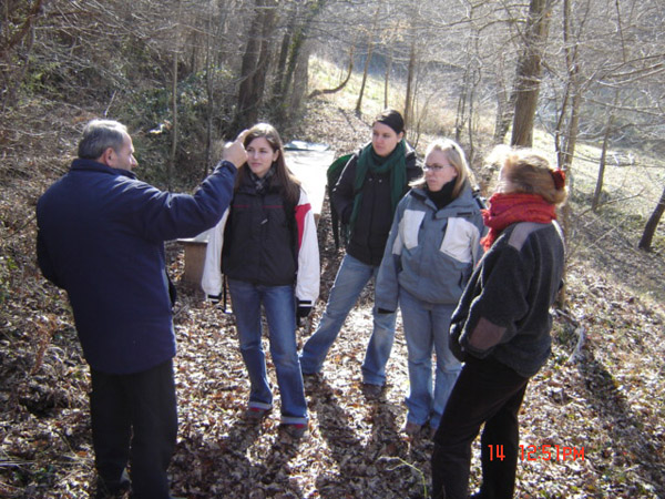 4 Swiss students visit bio-farms,2006